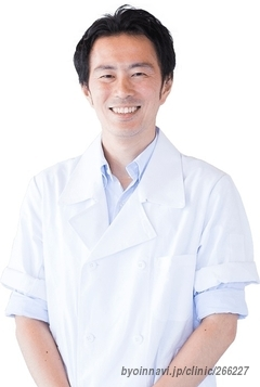 Yasuda dental clinic westの院長先生の写真